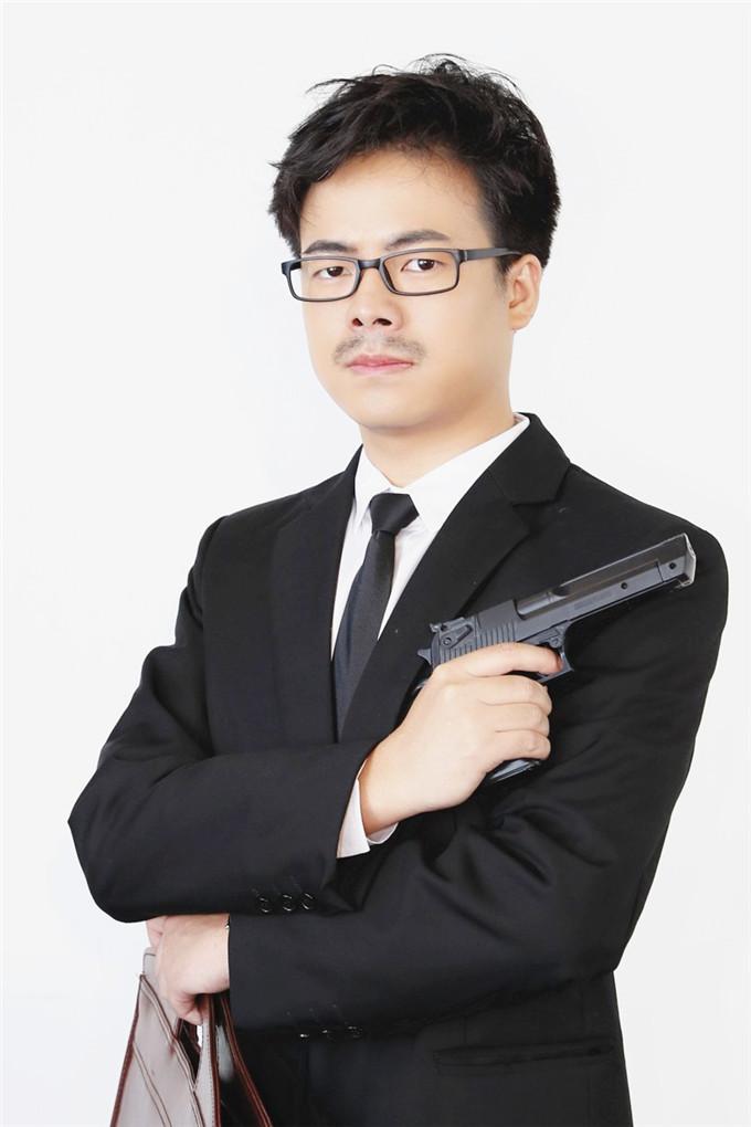 东明星光演员训练班独幕剧《破旧的别墅》开演